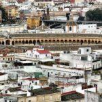 Vistas panorámicas de la Plaza de Toros de la Maestranza desde la Giralda de Sevilla