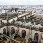 Vistas panorámicas de la catedral desde la Giralda de Sevilla