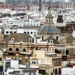 Vistas panorámicas de la iglesia del Divino Salvador desde la Giralda de Sevilla