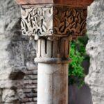 Columna en el interior del Pabellón de la Alcazaba de Málaga