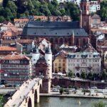 Iglesia del Espíritu Santo de Heidelberg desde el paseo de los Filósofos en Alemania