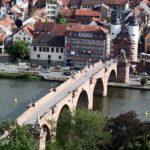 Puente de Carlos Teodoro de Heidelberg desde el paseo de los Filósofos en Alemania