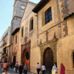 Iglesia de Santiago en el centro histórico de Málaga