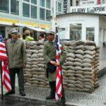Checkpoint Charlie, antiguo paso fronterizo del Muro de Berlín