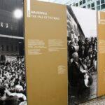 Exposición sobre el Muro de Berlín junto a Checkpoint Charlie