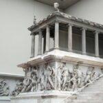 Friso helenístico del Altar de Pergamo en el Museo Pergamo de Berlín