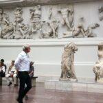 Friso helenístico del Altar de Pérgamo en el Museo de Pérgamo de Berlín