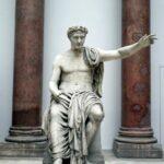 Estatua clásica del Mercado de Mileto en el Museo Pergamo de Berlín