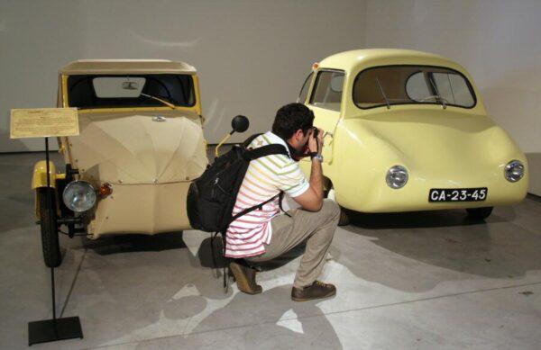 """Velorex de 1960 y Fuldamobile """"El Huevo"""" de 1955 en Museo Automovilístico de Málaga"""