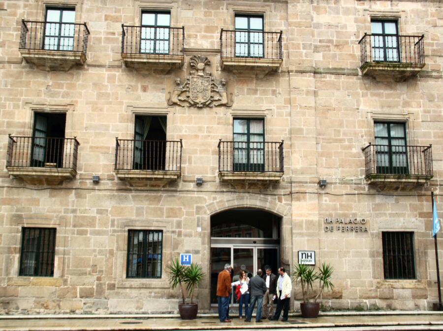 Hotel NH Palacio de Ferrera de Avilés en Asturias