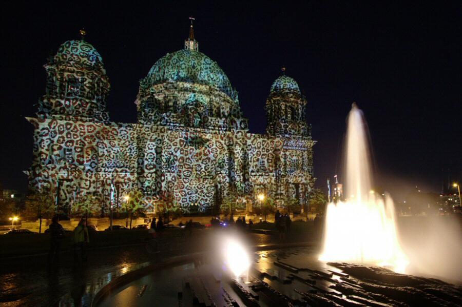Iluminación de la Catedral Dom de Berlín en el Festival de las Luces