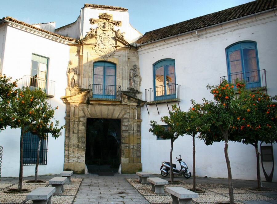 Córdoba - Patios palacio de Viana  Guías Viajar