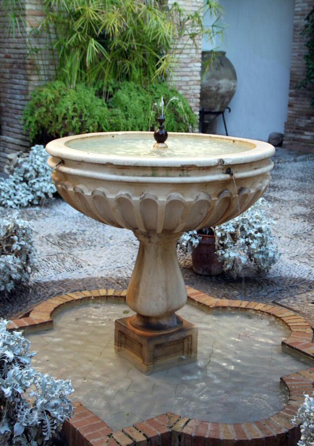 Fuente en patio interior del palacio de viana en c rdoba - Fuente para patio ...