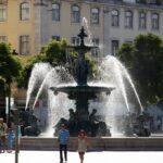Fuente en la plaza del Rossio en Lisboa