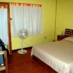 Dormitorio de la casa Luna Naranja en Puerto Viejo en Costa Rica