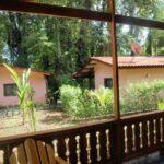 Casas de alquiler desde el porche de la casa Samadhi en Puerto Viejo en Costa Rica