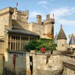 Muralla y torres del Castillo Palacio Real de Olite en Navarra