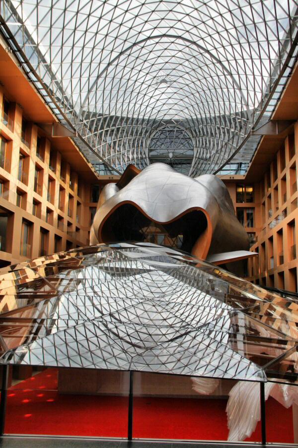 Cola de la Ballena de Frank Gehry, auditorio del Banco DZ de Berlín