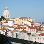 Iglesia Santa Engracia desde el mirador de Santa Lucía en Lisboa