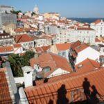 Vistas panorámicas desde mirador de Puertas del Sol en Lisboa