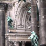 Detalle del Pórtico de entrada al Dom Catedral de Berlín