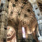 Techo de nervadura en la iglesia del Monasterio de los Jerónimos en Lisboa