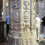 Detalle de una columna de la iglesia del Monasterio de los Jerónimos en Lisboa