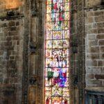 Vidriera en la iglesia del Monasterio de los Jerónimos en Lisboa