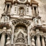 Portada oeste de la Basílica menor de Santa María en Elche