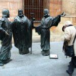 Monumento del Misteri junto a la Basílica menor de Santa María en Elche