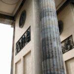 Detalle de los pasajes interiores de la Puerta de Brandenburgo en Berlín