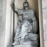 Escultura en la Puerta de Brandenburgo en Berlín