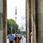 Pasaje bajo la Puerta de Brandenburgo en Berlín