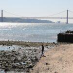 Estuario del rio Tajo desde la Plaza del Comercio en Lisboa