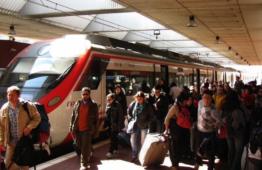 Estación de trenes de cercanías en el aeropuerto de Barcelona