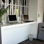 Ordenadores e impresora en la residencia Melon District Marina en Barcelona