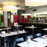 Cafetería restaurante de la residencia Melon District Marina en Barcelona