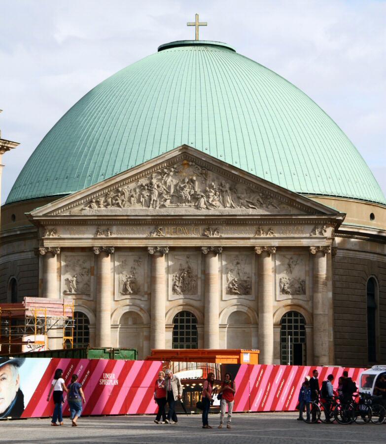 Catedral católica de Santa Eduvigis en Bebelplatz en Berlín