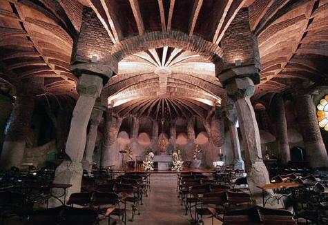 Cripta Gaudí en la Colonia Güell en Barcelona