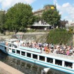Crucero por el canal del barrio turco de Kreuzberg en Berlín