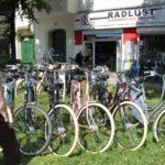 Tienda de bicicletas en el barrio turco Kreuzberg de Berlín