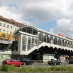 Estación de metro en el barrio turco Kreuzberg de Berlín