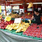 Puesto callejero de venta de fruta en el barrio turco Kreuzberg de Berlín