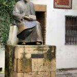 Monumento a Maimónides en la Judería de Córdoba