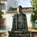 Monumento a Alhakén en Camposanto de los Mártires junto a la Judería en Córdoba