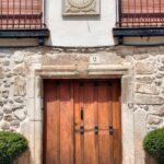 Fachada de casa tradicional en Covarrubias en Burgos
