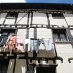 Fachada entramada de casa tradicional de Covarrubias en Burgos