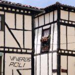 Fachadas entramadas de casas tradicionales de Covarrubias en Burgos