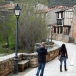 Paseo del río Arlanza en Covarrubias en Burgos