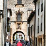 Arco del edificio del Archivo del Adelantamiento de Castilla en Covarrubias en Burgos